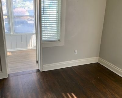 Newly Remodeled 1BR w/Modern Kitchen + W/D in unit Midtown KC