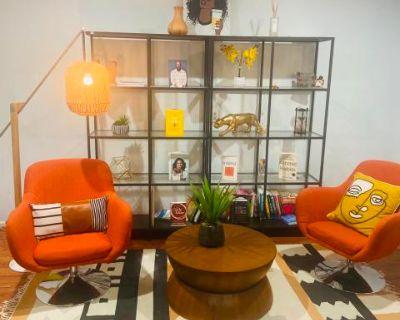 Artsy, Indie, Minimalist Roomy Townhouse, Fairfax, VA