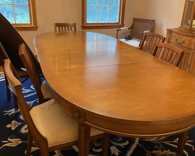 Gorgeous dining room set- table and buffet hutch