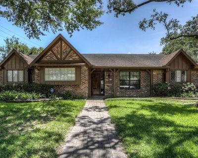 5831 Braesheather Drive, Houston, TX 77096