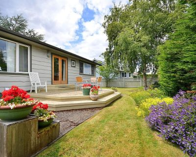 Cozy Sidney 2 Bedroom One Level Cottage Close to Beaches and Town Centre - Sidney