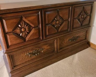 L & L Family Estate Sales Beautiful Estate in Tallgrass East Featuring Great Furniture, Collectables