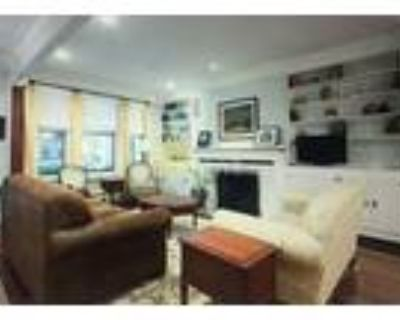 4 Bedrooms Townhome in Woodley Park, Washington