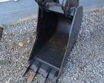 """2020 Bobcat 18"""" E80, E85 M-SERIES TRENCHING BUCKET - PIN ON - W/ WELD ON SHANKS AND TEETH"""