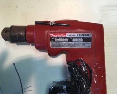 """Makita: 7.2V 1/4 """" drill + charger"""