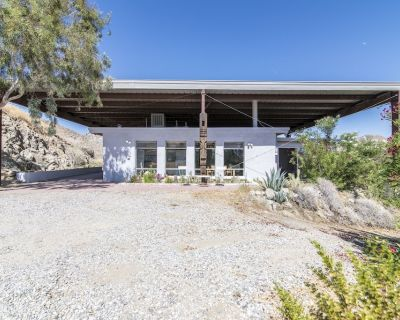 Matchless Modern Desert Hideaway - Morongo Valley