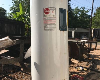 40 gal electric hot water heater very good condition less then 1 yr old