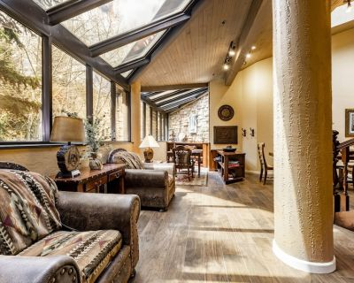 Large Top-Floor Condo 100 Yards From Skiing - Downtown Park City