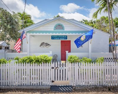 Orange Blossom Suite - Nightly rental one half block off World Famous Duval St - Downtown Key West