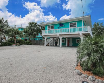 Dog-Friendly, Canal-Front Home w/Free WiFi, Central AC, Private W/D, Boat Access - Cutthroat Harbor Estates