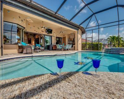 Backyard Oasis, Luxurious, majestic and magnificent-Villa Triton's Tide- Cape Coral - Caloosahatchee