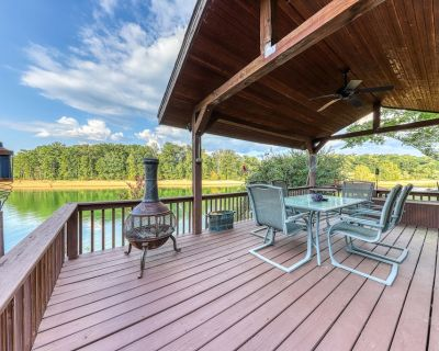 Lakefront home w/ dock, covered porches, and outdoor firepit - dogs welcome! - Jefferson City
