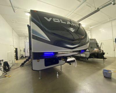 2021 CrossRoads Volante 5th Wheel VL326RK