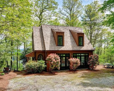Enjoy a great view of Lake Glenville from this cottage in Summer Hill - Lakeview Cottage - Cullowhee