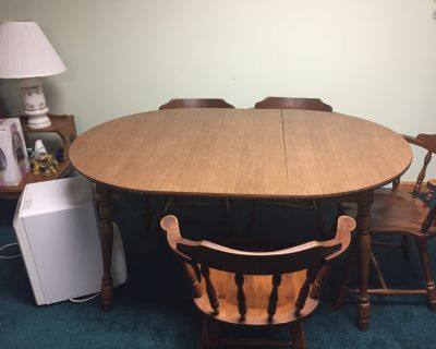 Maple Table, 2 leafs, 4 chairs  and 1 captain chairs