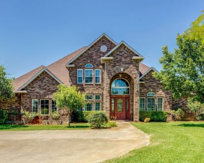 Gorgeous 8 Bedroom, 5 Bath, 5932 sq ft. huge game room and Pool on 5 acres - Fort Worth