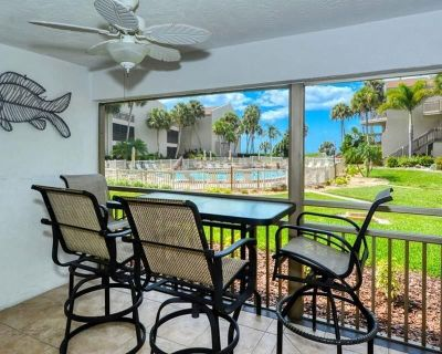 Chinaberry 416 - 2 Bedroom Condo with Private Beach with lounge chairs & umbrella provided, 2 Poo... - Siesta Key