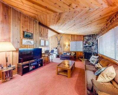 Perfect family-friendly getaway w/ private gas grill, wood-burning stove & WiFi! - Big Bear City