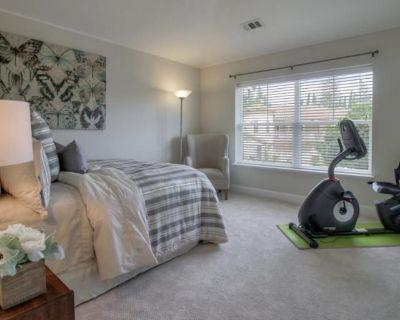 Private room with own bathroom - Los Gatos , CA 95032
