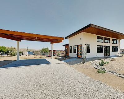 2 Upscale New-builds Firepits & EV Chargers Walkable In-town Locale - Joshua Tree