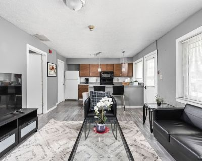 Cute Newly Renovated 1 bd Apt in Indy! - Center Township
