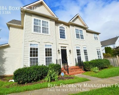 Beautiful End Unit Townhouse For Rent in Ashburn Village.