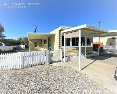 Two Bedroom/Two Bath Mobile Home in Tri-Palm Estates 55+ Community