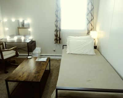 Value-minded Accommodations in Cozy Suburban Home - Laurel