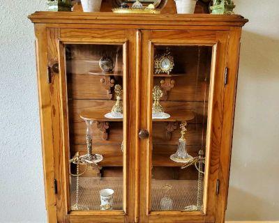 Antique, Solid Wood, Curio Cabinet!