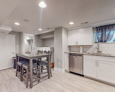 2 king Lower 65th oasis in Denver with king beds - Berkley