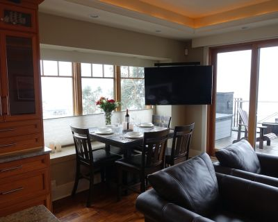 Gorgeous views! Amazing patios! - Brentwood Bay