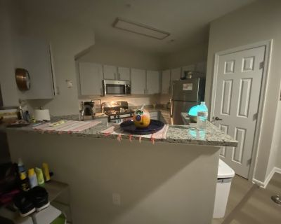 Double Room in 2 bed house in Herndon