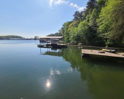 Charming 3 Bedroom Lakeside Cottage with Dock. - Cumming