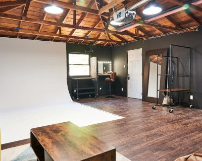 Clean and Cozy Cyclorama Studio, San Leandro, CA