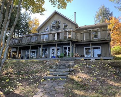 Waterfront lakehouse on pristine Horn Lake - Parry Sound District