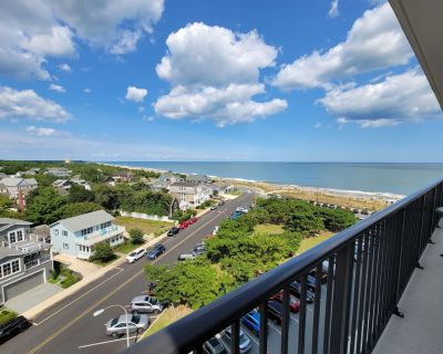 FREE Activities . . .LINENS INCLUDED*! The best of both worlds, watch the sun set over Lake Gerar and the sunrise over the ocean - Rehoboth Beach