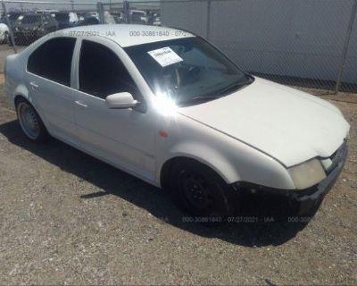 Salvage White 2001 Volkswagen Jetta