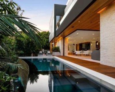 8381 Hollywood Blvd, Los Angeles, CA 90069 4 Bedroom House
