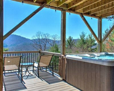 Year Round Mountain Views at Hillside Hideaway! Biltmore Pass is Included! - Asheville