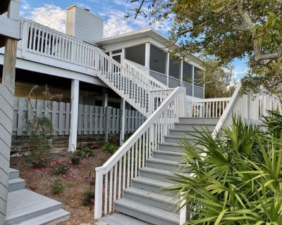 Expansive bay front home w/heated pool, hot tub, private pier, boat lift - Cape Breezes
