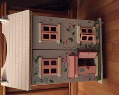 Cutest compact doll house