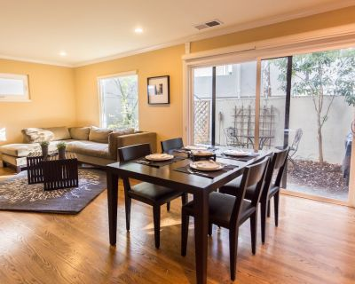 Luxury 3BR 2-Story Townhouse For Superbowl Rental - Old Mountain View