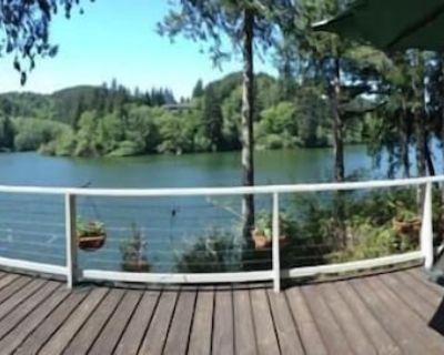 Mercer Lake, Sleeps 14 - Hot Tub, dock, pedal boat, game room - Starry Night - Florence