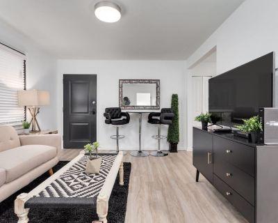 8 Bedrooms Comprised of 4 2BR Suites by Domio - Nashville