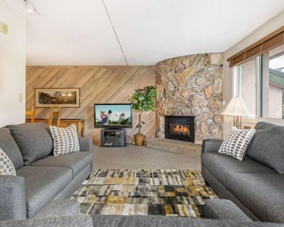 Mountain Views! Walk to Dining & Easy Access to Bike Path, Heated Pool, Central to Vail & Lionshead - Vail