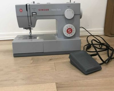 Excellent condition , SINGER sewing machine.