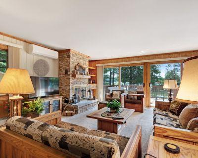 Beautiful lakefront house w/ beautiful views, dock, kayak & cozy fireplace! - Eagle River