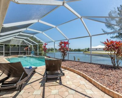 On the Lake Oasis,Southern Exposure Pool, Pet-Friendly Sleeps 9 - Villa On The Lake - Cape Coral - Pelican