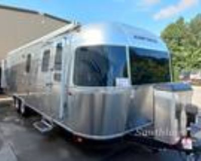 2022 Airstream Classic 30RB Twin