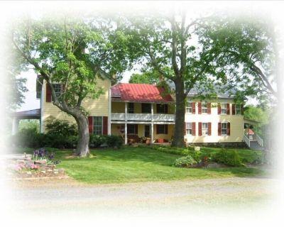 Three Bedroom Short Term Rental House on Historic Linden Hall Farm - Lovettsville
